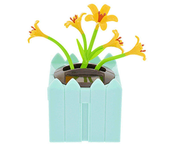 Greenbriar International Solar Dancing Lilies