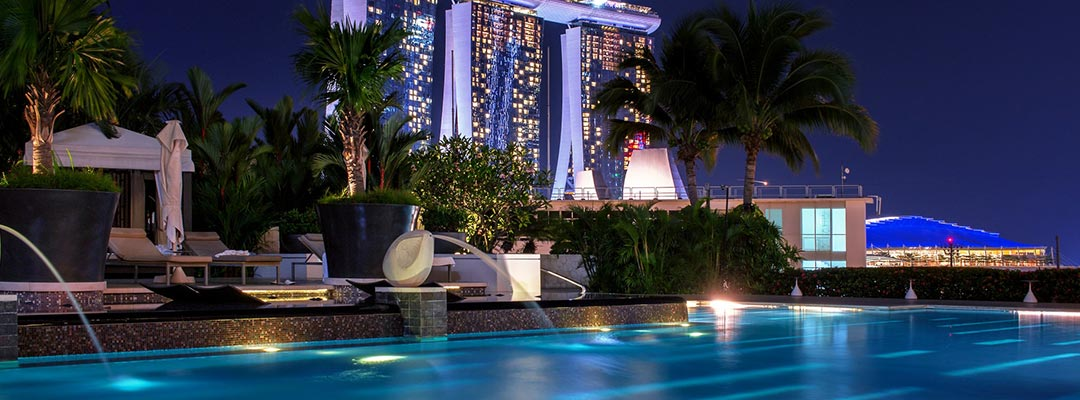 The Advantages of Solar Powered Pool Lights