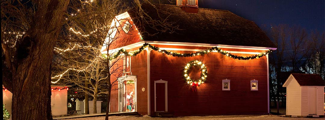 Tips to Decorate Your Home Using Solar Outdoor Christmas Lights